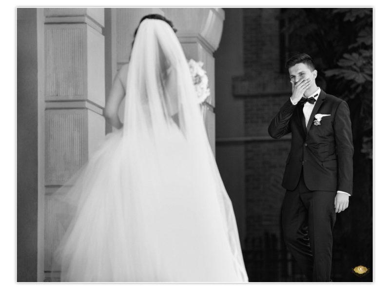 bride & groom first look - Ale&Iani - Biserica Elefterie