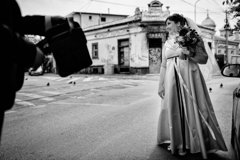 mireasa cu buchetul ei - Marius Barbulescu Photography
