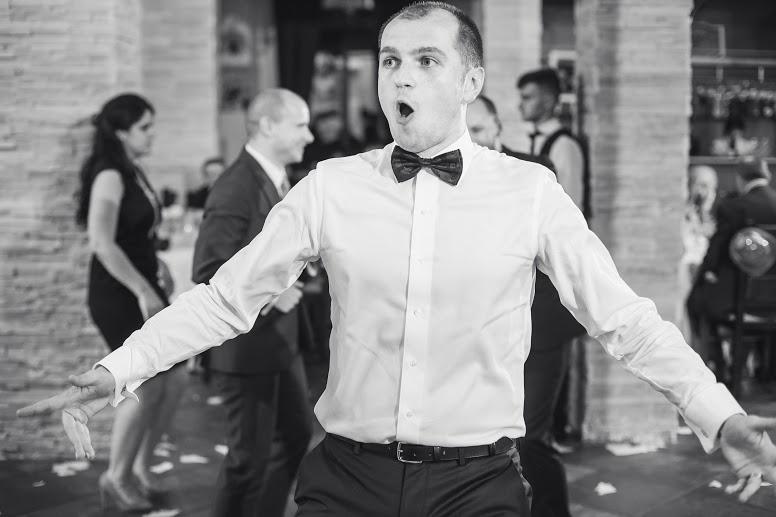 dancing groom - wedding planner victorita axinescu