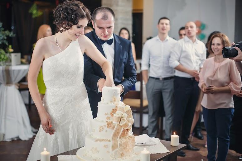 taierea tortului, creatie sweet ela - wedding planner victorita axinescu